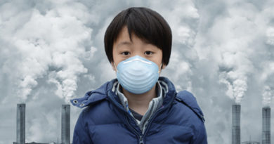 Child wearing mask due to air pollution