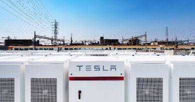 Tesla Power pack at Osaka station