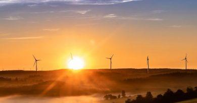 Amazon to power web services through wind